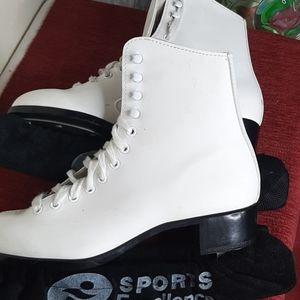 CCM Competitor figure skates